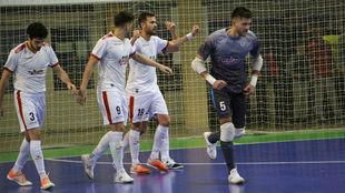 Paradynski celebra uno de sus goles en Hungría.