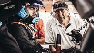 Hall, con Alonso, durante el Rally de Marruecos.