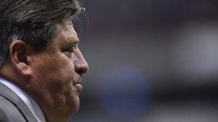 Miguel Herrera suma 37 expulsiones en su carrera como técnico en la...