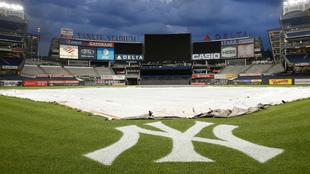 Yankee Stadium siendo preparado para la MLB