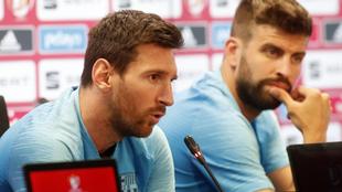 Messi y Piqué, en una rueda de prensa