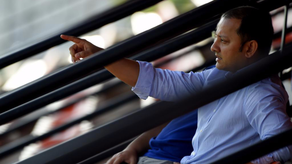 Murthy en el palco del estadio Antonio Puchades