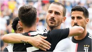 Bonucci felicita a Pjanic tras un gol a la SPAL.