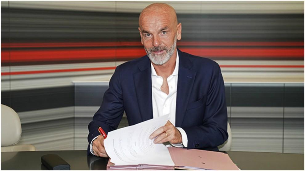 Pioli firma su contrato con el Milan.