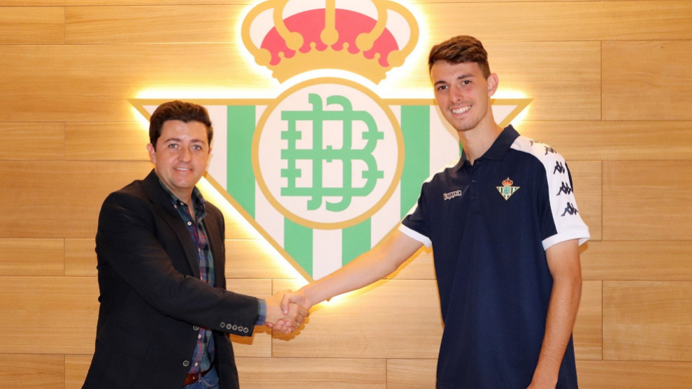 Raúl, tras firmar su nuevo contrato.