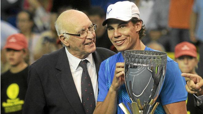 Muere Andrés Gimeno, referente del tenis español