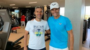 Salva Sevilla junto con Rafa Nadal en su visita a la academia del...