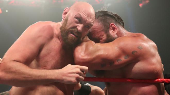 Tyson Fury amenaza con noquear a Braun Strowman