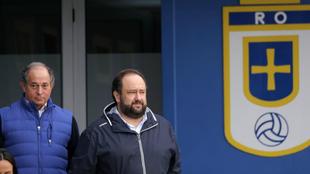 Federico González junto al presidente Vallina tras reunirse con los...