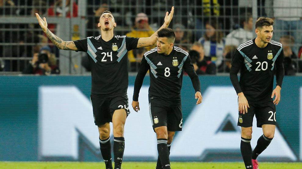 Lucas Ocampo festeja el empate de Argentina