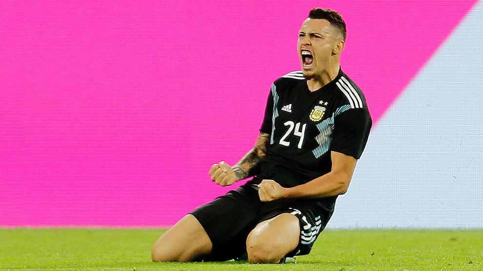 Lucas Ocampos festeja el gol del empate al 85'