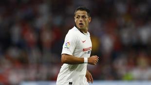 Javier Hernández en un partido con el Sevilla.