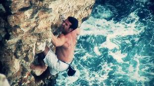 Miquel Riera, en plena actividad de psicobloc en Mallorca.