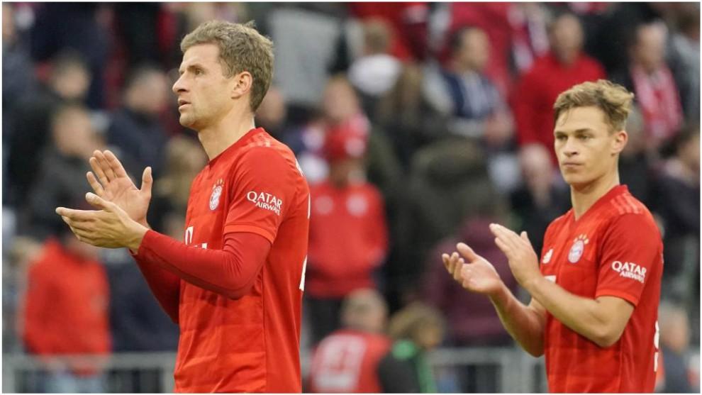 Müller y Kimmich aplauden a los fans tras la derrota ante el...