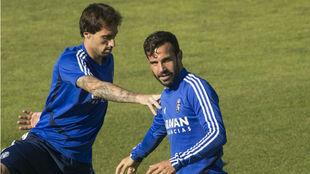 Alberto Guitián, junto a Íñigo Eguaras, en un entrenamiento.