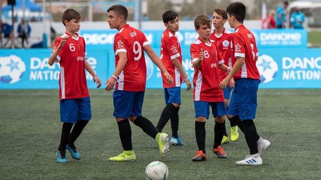 Los jugadores españoles participantes en la edición de 2019 celebran...