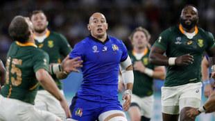 Sergio Parisse, en acción ante Sudáfrica