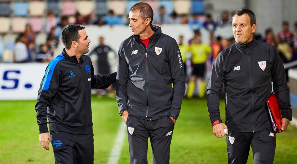 The Garitano, Asier and Gaizka, greet each other with Ferreira.