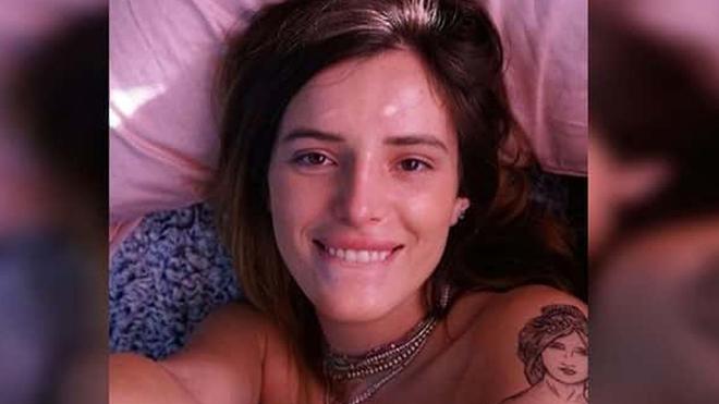 Bella Thorne presenta en topless a su nueva novia.