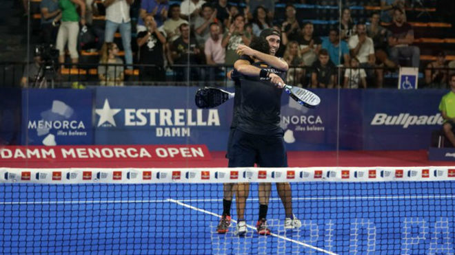 Javi Ruiz y Uri Botello festejan su triunfo ante Ale Galán y Pablo...