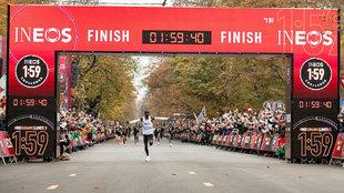 Kipchoge baja de las dos horas en maratón