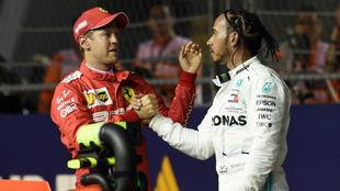 Hamilton felicita a Vettel en el pasado GP de Singapur