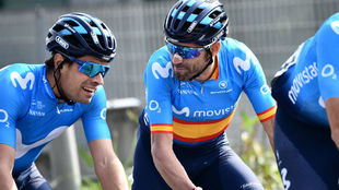 Valverde hablando con Landa en Lombardia.