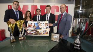 Los campeones y sus copis, Sara Fernádez y MauroBarreiro junto al...