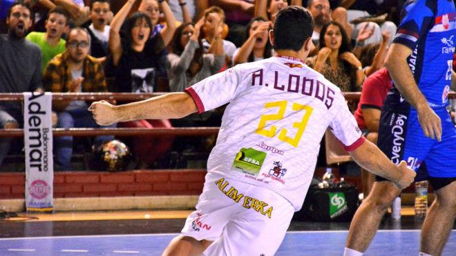 El canterano Lodos celebra un gol en su debut en la Champions con el...