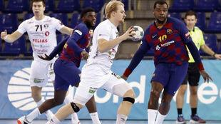 Un momento del partido de Champions entre el Barça y el Elverum /
