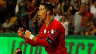 Cristiano en festejo de gol con Portugal