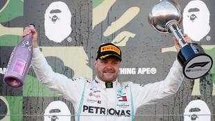 Vettel festeja un nuevo cetro para Mercedes, ahora en Suzuka.