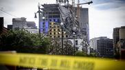 Dos muertos tras derrumbarse parcialmente un edificio donde se...