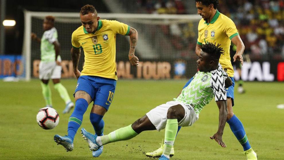 Neymar se rompe con Brasil: fue cambiado por lesión muscular