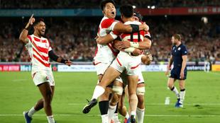 Alegría japonesa tras consumarse su triunfo ante Escocia