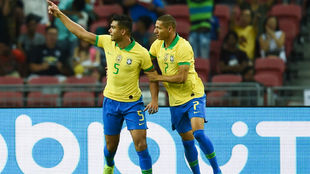 Casemiro (27) celebra su gol.