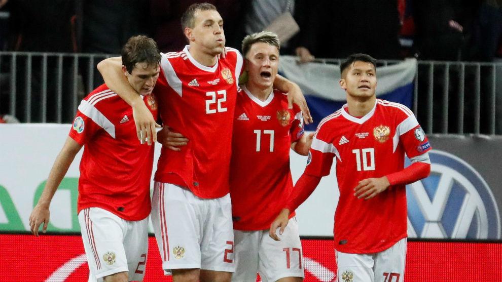 Los jugadores de Rusia celebran un gol en el triunfo ante Escocia.