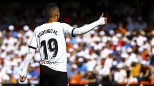 Rodrigo durante un partido con el Valencia.