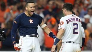 Astros empata la serie en extrainnings.