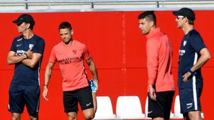 Chicharito y Lopetegui, cerca en un entrenamiento.