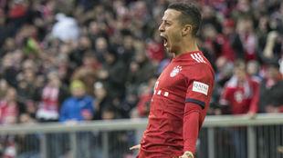 Thoag celebra un gol con el Bayern.