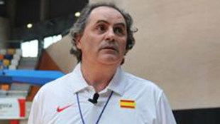 Alfred Julbe en su etapa como entrenador de la FEB
