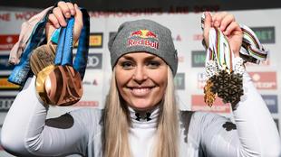 Lindsey Vonn posa con algunas de sus medallas
