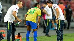 Neymar, tras su lesión frente a Nigeria.