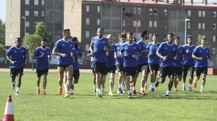 Los jugadores de la Ponferradina, durante un entrenamiento