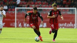 Marcos André, con el balón, en el partido ante el Fuenlabrada
