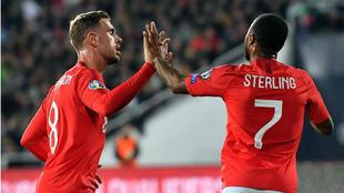 Henderson felicita a Sterling por uno de sus goles