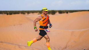 Luis Alonso Marcos, en el Sahara.