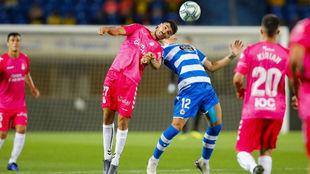 Fabio, en un salto durante el partido ante el Dépor.