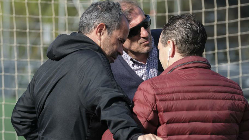 Arias charla con Cervera durante un entrenamiento.
